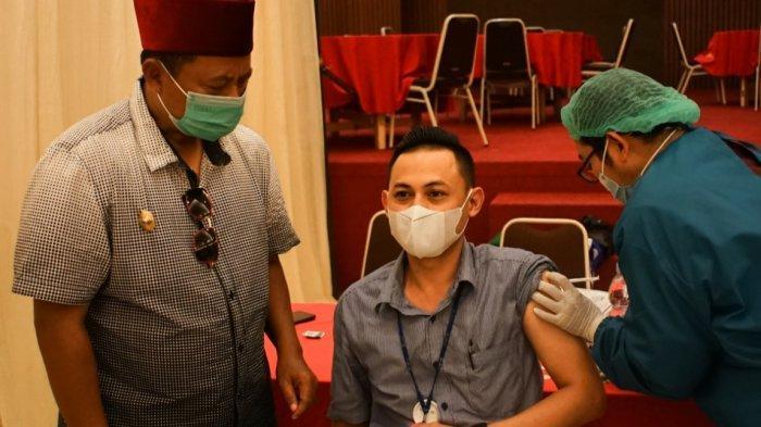Pak Uu Ajak Warga Jabar yang Telah Divaksin Unggah Foto di Medsos, ''Vaksin Aman Bagi Kesehatan''
