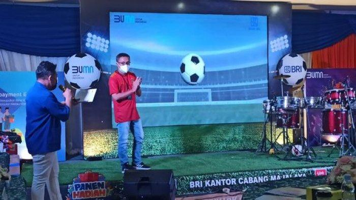 Pimpinan Cabang BRI Cabang Majalaya, Dudung Hardiman saat membuka acara Panen Hadiah Simpedes, Rabu (7/7/2021).