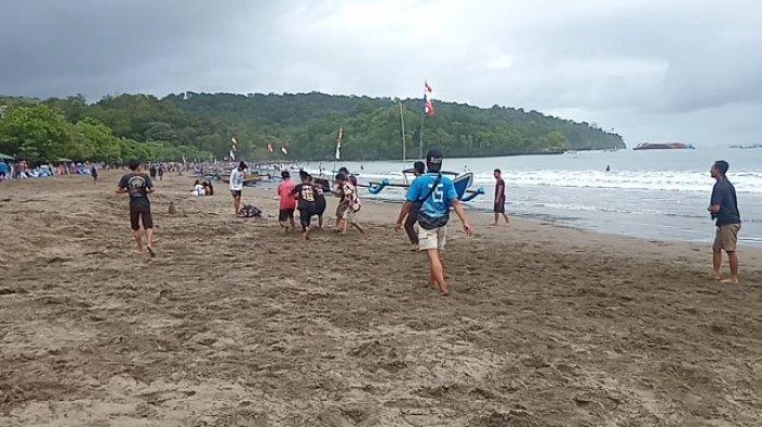 Tangkap layar video suasana objek wisata di pantai barat Pangandaran pada akhir pekan ini, Minggu (12/9/2021).