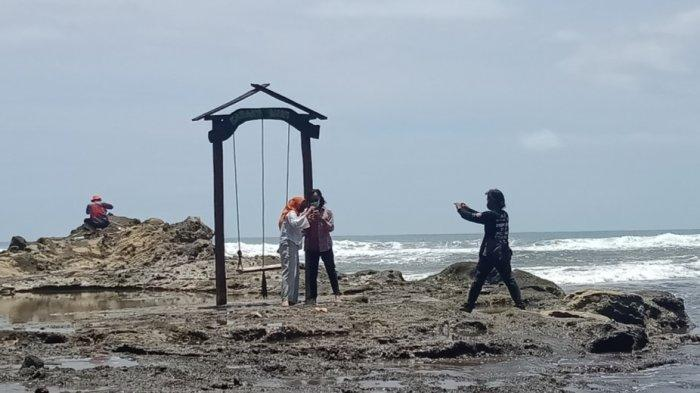 Legenda Pantai Karangnini, Obyek Wisata yang Bercerita Tentang Kesetiaan dan Batu Bergoyang