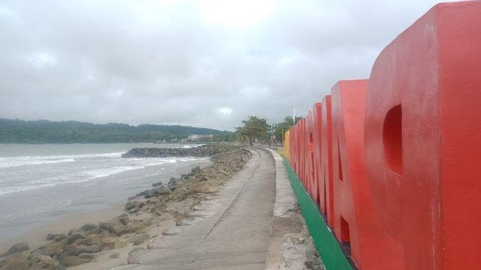 Pantai timur Pangandaran tempat menyaksikan sunrise, Rabu (4/8/2021). Objek wisata di Pangandaran masih tutup.