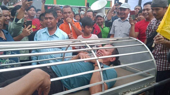Pedagang di Pasar Baru Indramayu Arak Keranda Jenazah, Sebut Keadilan Sudah Mati