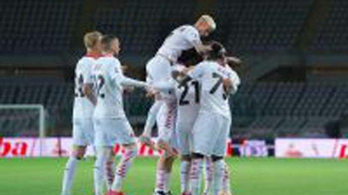 Para pemain AC Milan merayakan gol ke gawang Torino. AC Milan menang 7-0 di pertandingan itu, Rabu (12/5/2021).