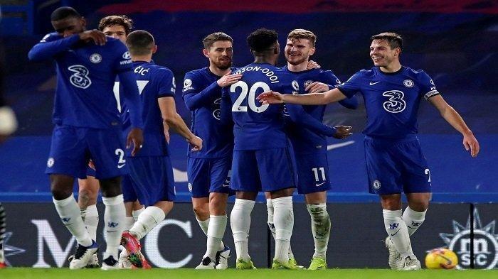 Striker Chelsea Timo Werner (kedua dari kanan) merayakan gol kedua timnya dalam pertandingan sepak bola Liga Utama Inggris antara Chelsea dan Newcastle United di Stamford Bridge di London pada 15 Februari 2021.