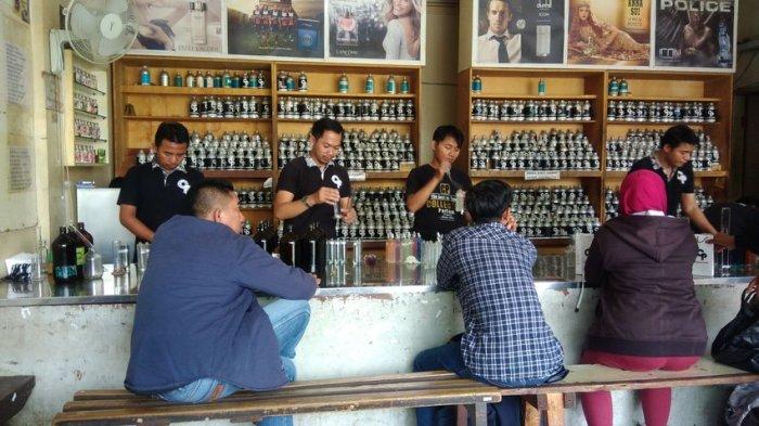 Collector Parfum Toko Isi Ulang Parfum Pertama Di Bandung Sudah 47 Tahun Tetap Mewangi Tribun Jabar