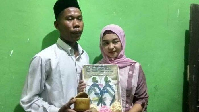 Mas Kawin Sandal Jepit dan Air Putih, Pasangan Muda di Lombok ini Apes Kena Nyinyiran Warganet