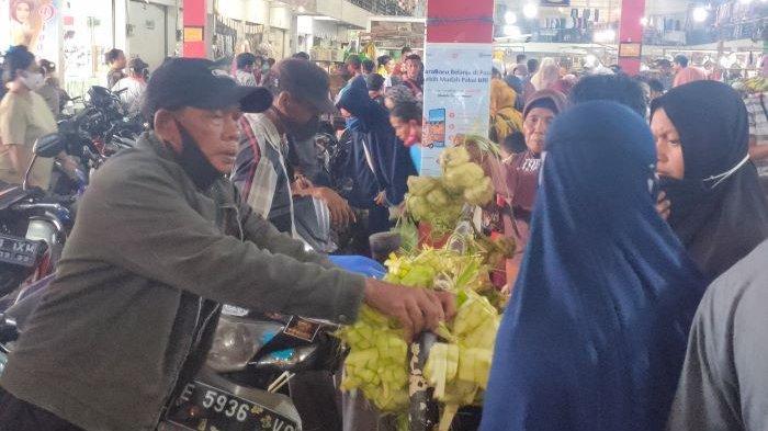 Sehari Jelang Lebaran, Warga Padati Pasar Tradisional Majalengka, Ada yang Berebut Beli Ini
