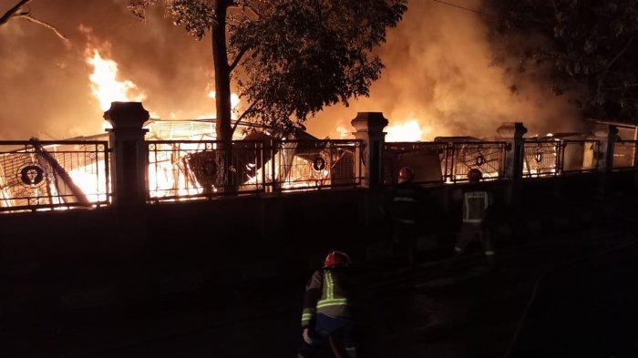 Tadi Malam Pasar Sementara Leles Habis Terbakar, Belum Diketahui Penyebabnya