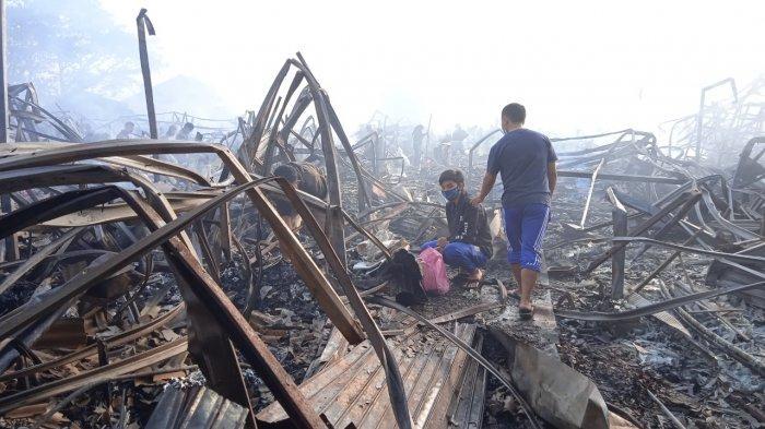 Pasar Sementara Leles Kebakaran, Lebih dari Empat Ratus Kios dan Puluhan Lapak PKL Hangus Terbakar