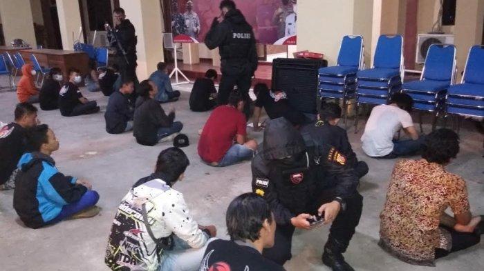 Dini Hari Tadi Maung Galunggung Amankan Puluhan Pemuda di Terminal Cilembang, Diduga Pesta Miras