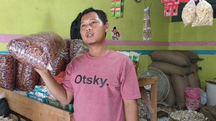 Harga Cabai Merah Melambung, Pedagang Cabai Kering di Majalengka Ketiban Rezeki