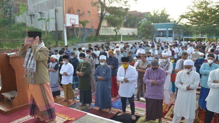 Pelaksanaan salat Idul Fitri di Griya Winaya Ujungberung Kota Bandung, Kamis (13/5/2021).