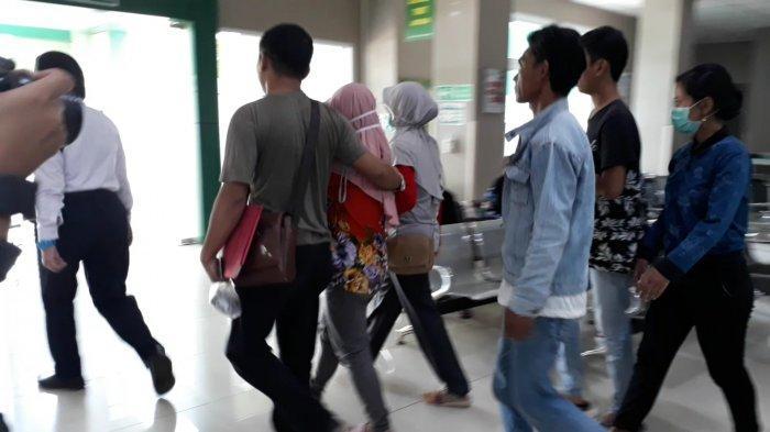 Ibu yang Kubur Bayi Hidup-hidup Dibawa ke RS Hasan Sadikin, Akan Diperiksa Kejiwaannya & Diobservasi