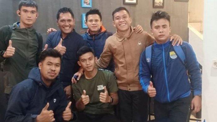 Bukan Hanya Saat Bermain Bola, Dua Punggawa Persib Bandung Ini Juga Akrab di Luar Lapangan