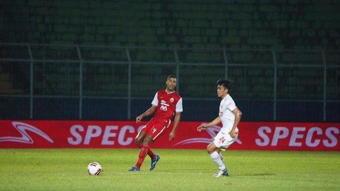 Pemain Persija Jakarta Yann Motta, di laga lawan PSM Makassar di Piala Menpora 2021, di Stadion Kanjuruhan, Malang, Jawa Timur, pada Senin (22/3/2021).
