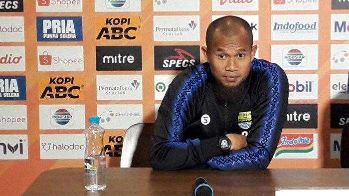 Pemain sekaligus kapten Persib Bandung, Haji Supardi Nasir