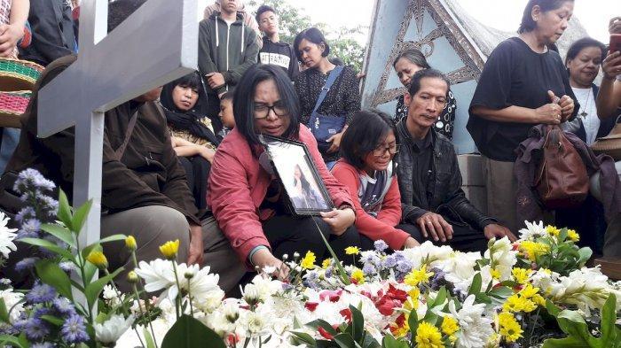 Doa dan Tangisan Iringi Pemakaman Adriana Yubelia Noven, Pelajar SMK Korban Penusukan di Bogor