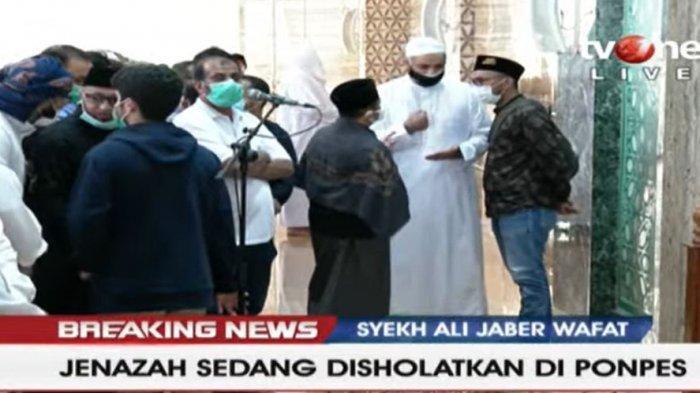 SEDANG BERLANGSUNG LIVE STREAMING TV One Pemakaman Syekh Ali Jaber, Jemaah Khusuk Shalat Jenazah