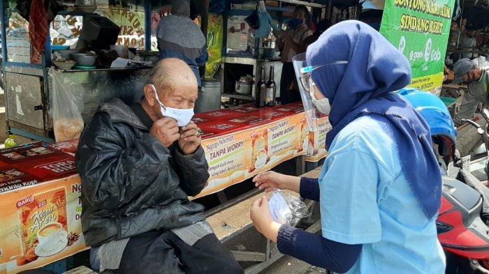 BUMN Lindungi Negeri, PTDI Dukung Percepat Penanganan Covid-19 dengan Bagikan Masker di 3 Lokasi