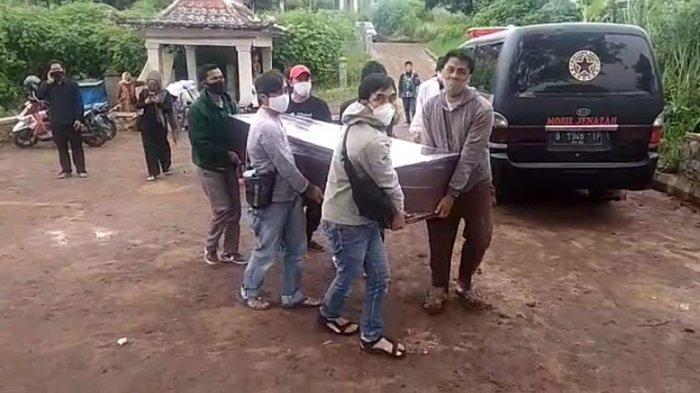 Pemikul Mogok, Jenazah Covid-19 Telantar di TPU Cikadut, Keluarga Terpaksa Angkut Tanpa Pakai APD