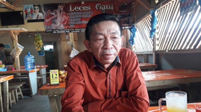 Pemilik Warung Sate Leces Gaul, H Eet Sunarya.