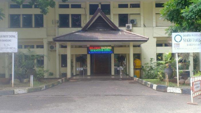 Penampakan Kantor DPRD Kabupaten Bandung yang akan direnovasi.