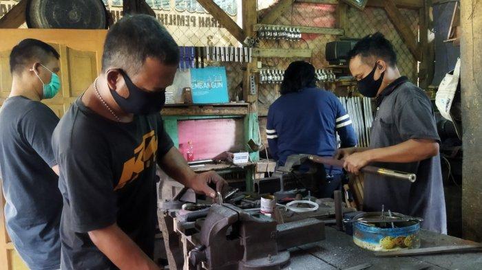 Pandemi Covid-19, Penjualan Senapan Angin di Cipacing Sumedang Tak Melesat Lagi