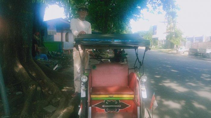 Seorang pengayuh becak di Pasar Wisata Pangandaran, Sarip (70), belum bisa melupakan gempa bumi dan tsunami Pangandaran pada 2006.