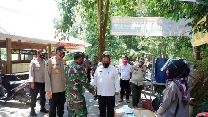 Para Pejabat Majalengka Kunjungi Curug Cipeuteuy yang Akan Ditinjau Kang Emil
