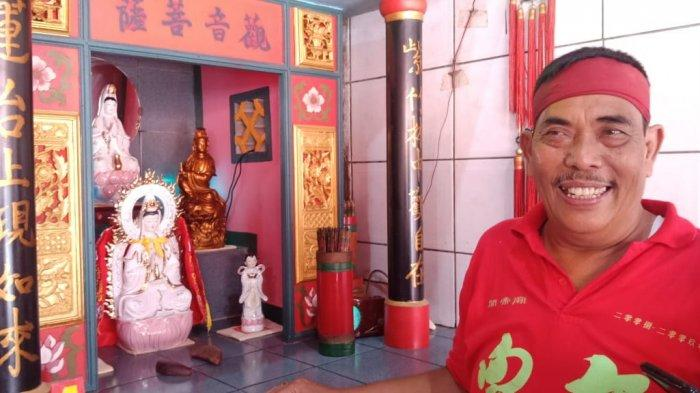 Menjelang Imlek, Patung Dewa di Klenteng Budi Asih Purwakarta Dimandikan Pakai Air Kembang