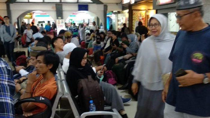 Lupa Beli Oleh-oleh Khas Bandung tapi Sudah di Stasiun? Ini Daftar Oleh-oleh di Stasiun Bandung