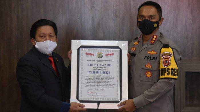 Berkat Sederet Inovasi Ini, Polresta Cirebon Terima Penghargaan Trust Award dari Lemkapi