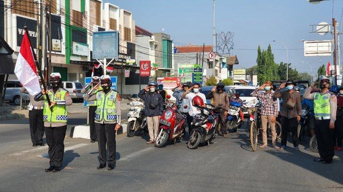 Peringati HUT ke-76 RI, Polresta Cirebon Ajak Pengendara Berhenti Sejenak dan Hormati Merah Putih