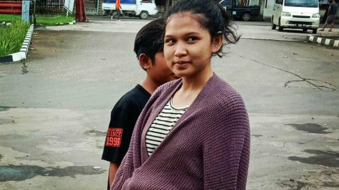 Aduh, Gadis Berlesung Pipit Ini Terpaksa Tak Mandi Sejak Mengungsi, Minta Disemprot Water Cannon