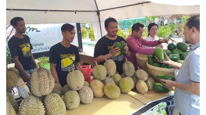 Segini Harga Buah di Bazar Durian dan Alpukat Rest Area KM 228 Tol Kanci - Pejagan, Momen Nataru