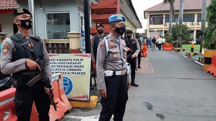 Cegah Teror, Penjagaan Mapolresta Cirebon Diperketat, Personel Ditambah & Bawa Senjata Laras Panjang