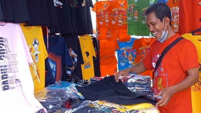 Penjual Baju dari Bandung Ini Berjaya di Papua, Dagangannya Laris Manis Selama PON