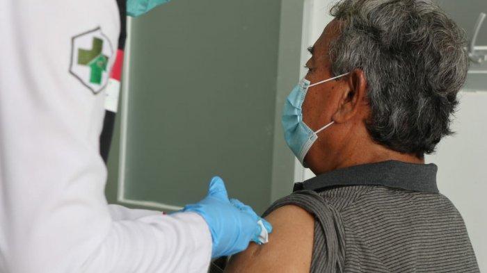 Ratusan Pensiunan ASN di Sumedang yang Sudah Lansia Mulai Disuntik Vaksin Covid-19