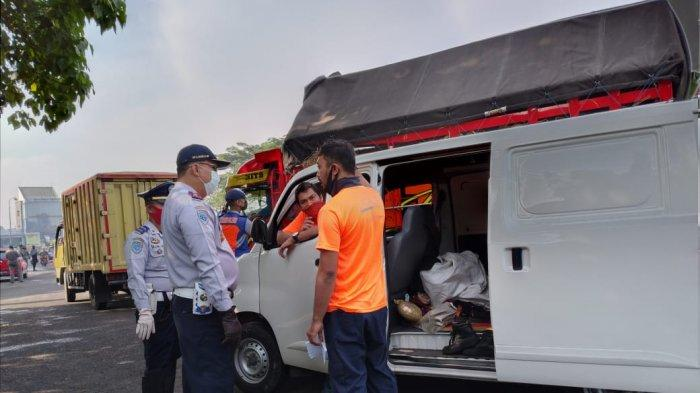Pemudik Sembunyi di Mobil Logistik, Ditutupi Paket Kiriman Barang, Ketahuan di Exit Tol Kopo