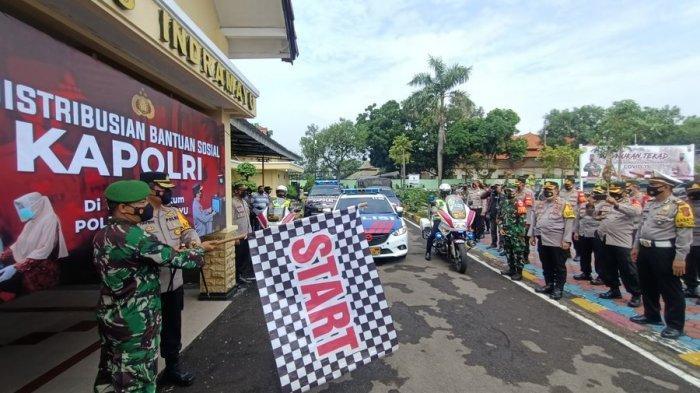 TNI-Polri di Indramayu Bagikan 1.300 Paket Sembako Untuk Warga yang Tak Terkover Bantuan Pemerintah