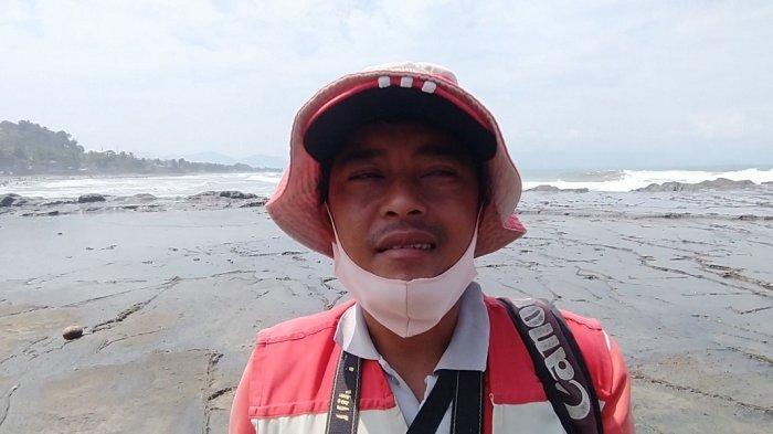 Pendapatan Jasa Foto di Pantai Karanghawu Sukabumi Menurun: Kalah Sama HP