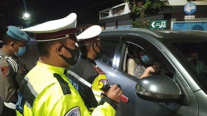 Cegah Travel Gelap, Polisi Lakukan Penyekatan di Perbatasan Sukabumi-Banten