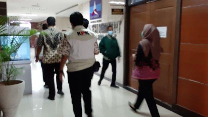 Penyelidik KPK geledah Gedung DPRD Jabar , Kamis (3/12/2020).