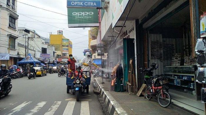 Satgas Covid-19 Kota Sukabumi Semprotkan Disinfektan ke Sejumlah Titik Keramaian