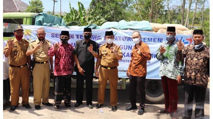 Pemkab Cirebon Fasilitasi Penyaluran Bantuan CSR Indocement untuk MWC NU Ciwaringin