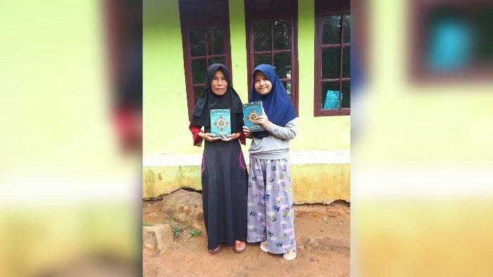 Dapat Alquran Baru, Siswi SMP di Singajaya Garut Ini Langsung Mengucap Syukur