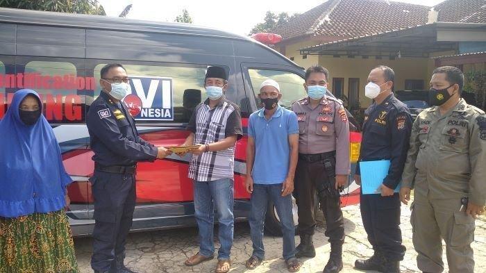 Tim DVI Biddokes Polda Lampung membeberkan hasil tes DNA keluarga terduga Bharaka Zainal Abidin alias Asep di Desa I, Natar II, Lampung Selatan, Selasa (15/6/2021).