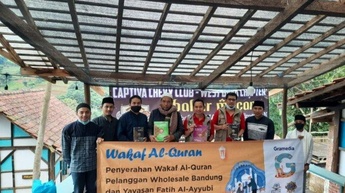 PT Gramedia Menyerahkan 100 Wakaf Al-Quran Pelanggan Wholesale Bandung