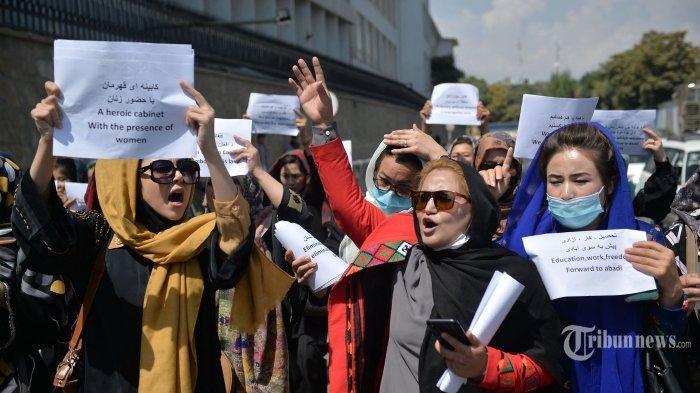 Khawatir Taliban Paksa Pakai Burkak, Perempuan Afghanistan Ramai-ramai Protes di Medsos