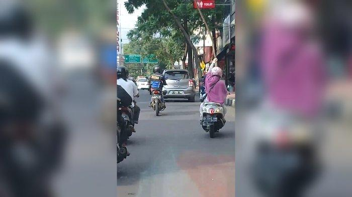 Perempuan yang berinisiatif mengawal ambulans di Kota Cimahi.
